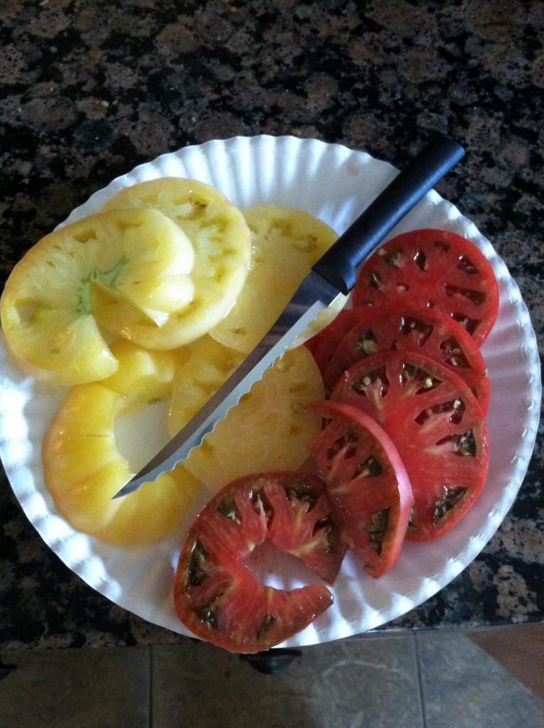 sliced-heirloom-tomatoes