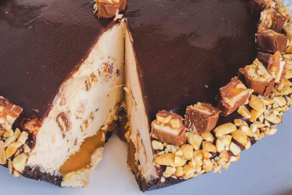 mile-high-snickers-pie | JenniferCooks.com
